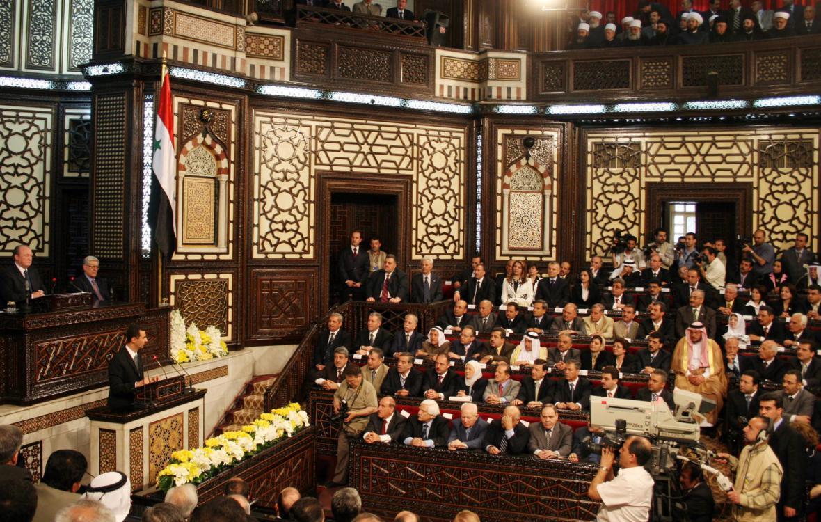 Projev Bašára Asada v syrském parlamentu v Damašku v roce 2007