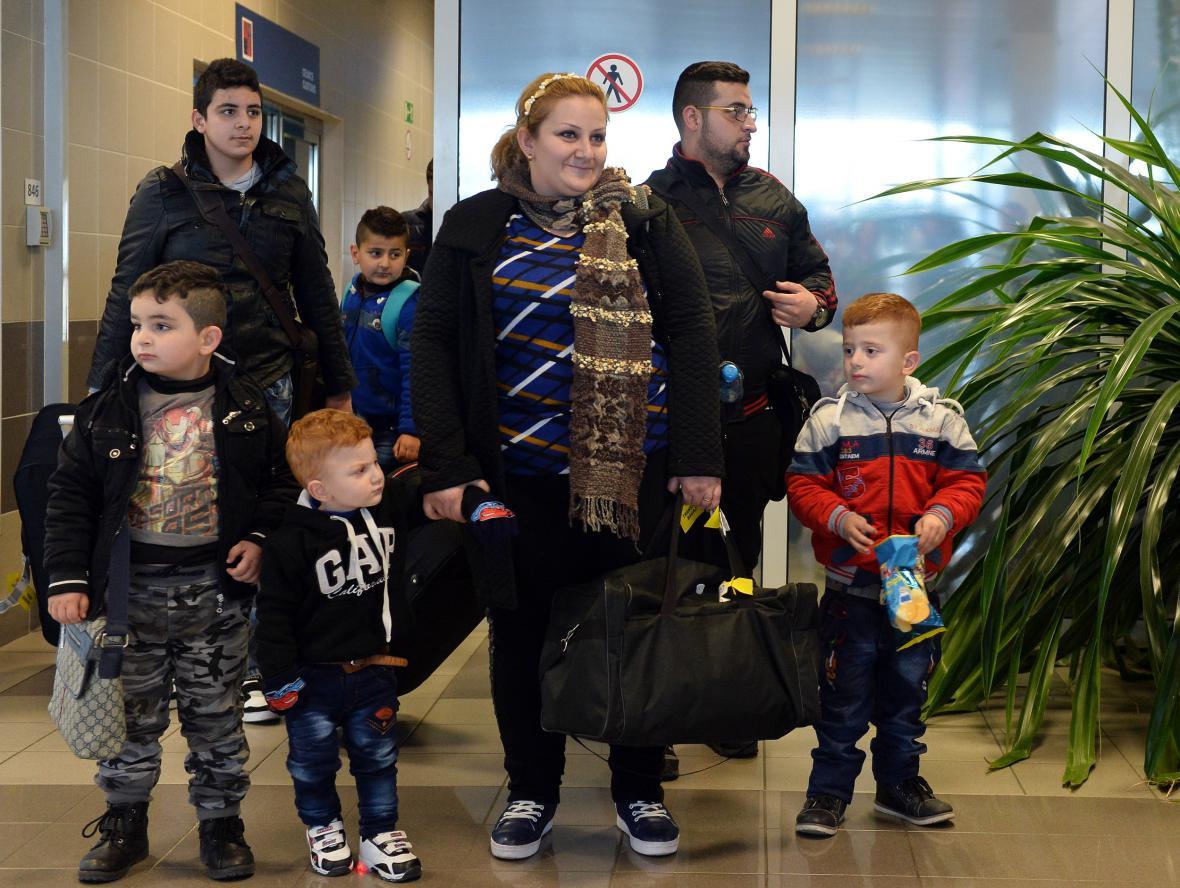 Iráčtí běženci po příletu do Česka