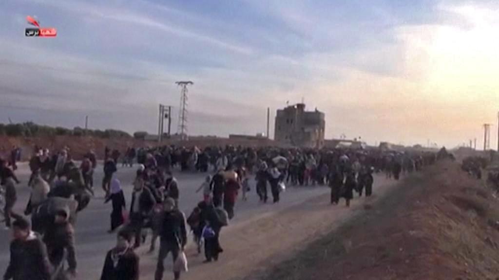 Ze syrského Aleppa prchají tisíce lidí