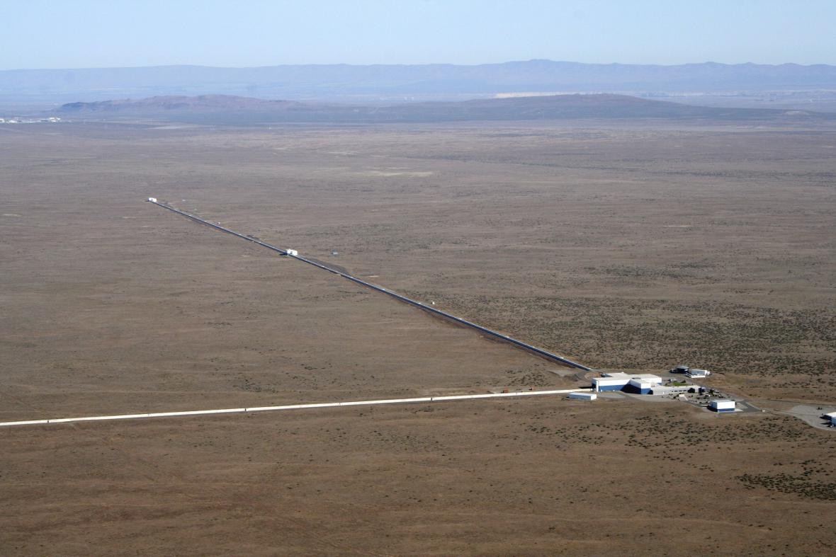 Laserový detektor LIGO