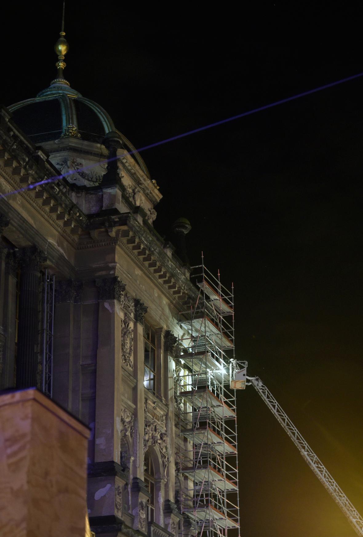 Hasiči zasahují u požáru Národního muzea