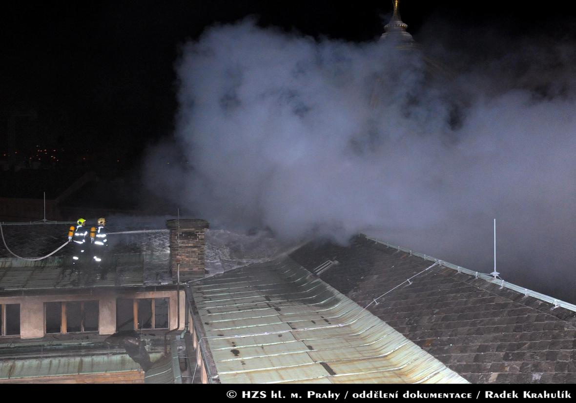 Požár střechy Národního muzea