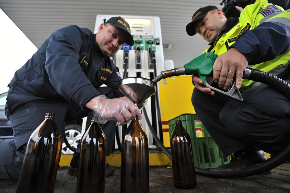Odběr vzorku paliva