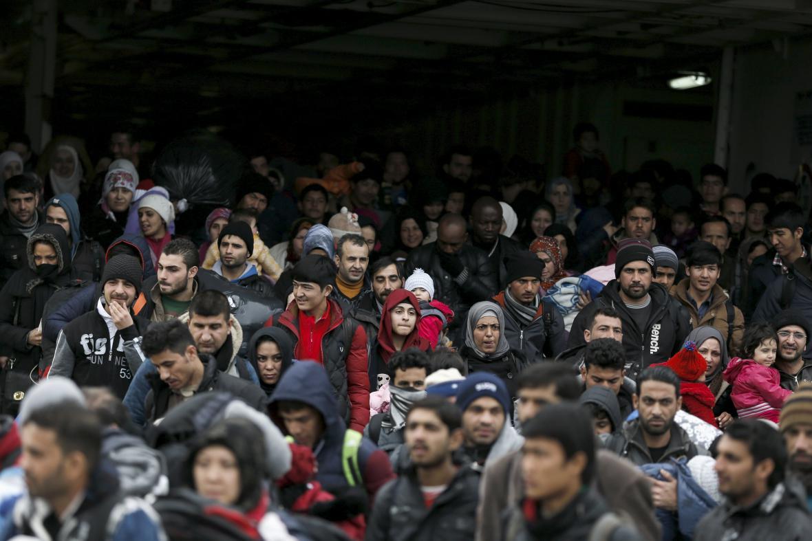 Migranti v řeckém Pireu