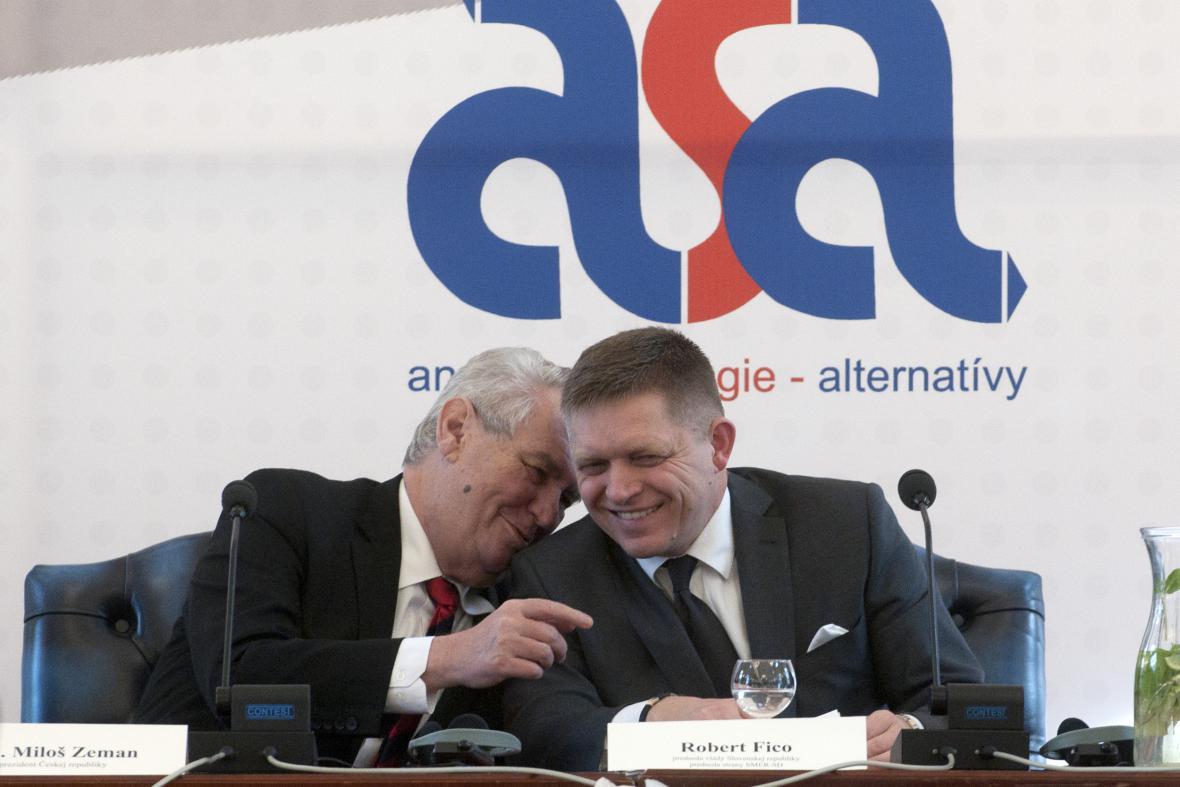 Zeman a Fico během konference o sociální demokracii