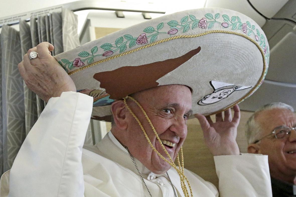 František si cestou do Mexika zkusil sombrero
