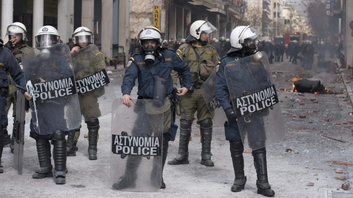 Policisté při demonstraci zemědělců v Řecku