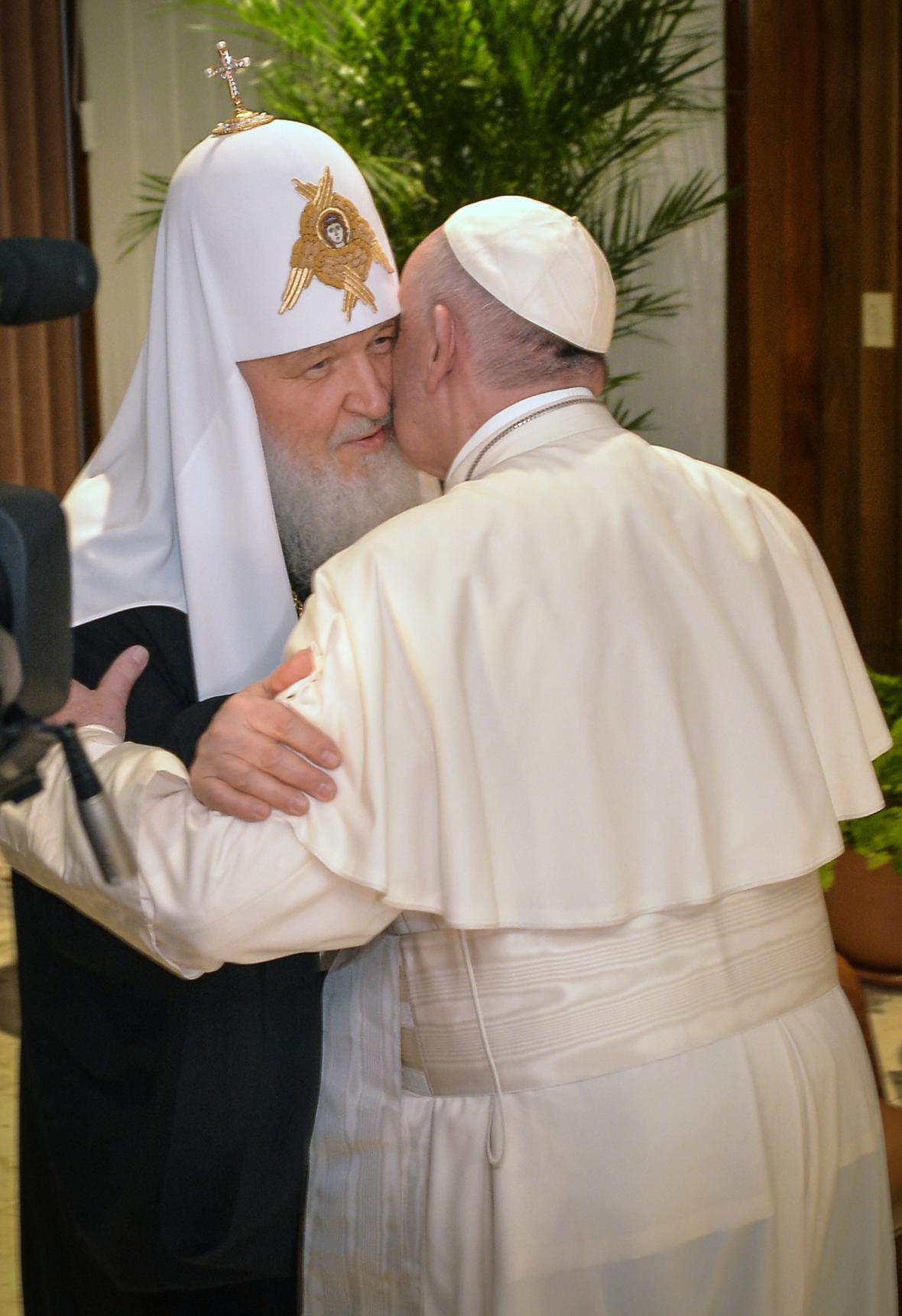 Kirill a František během setkání na Kubě