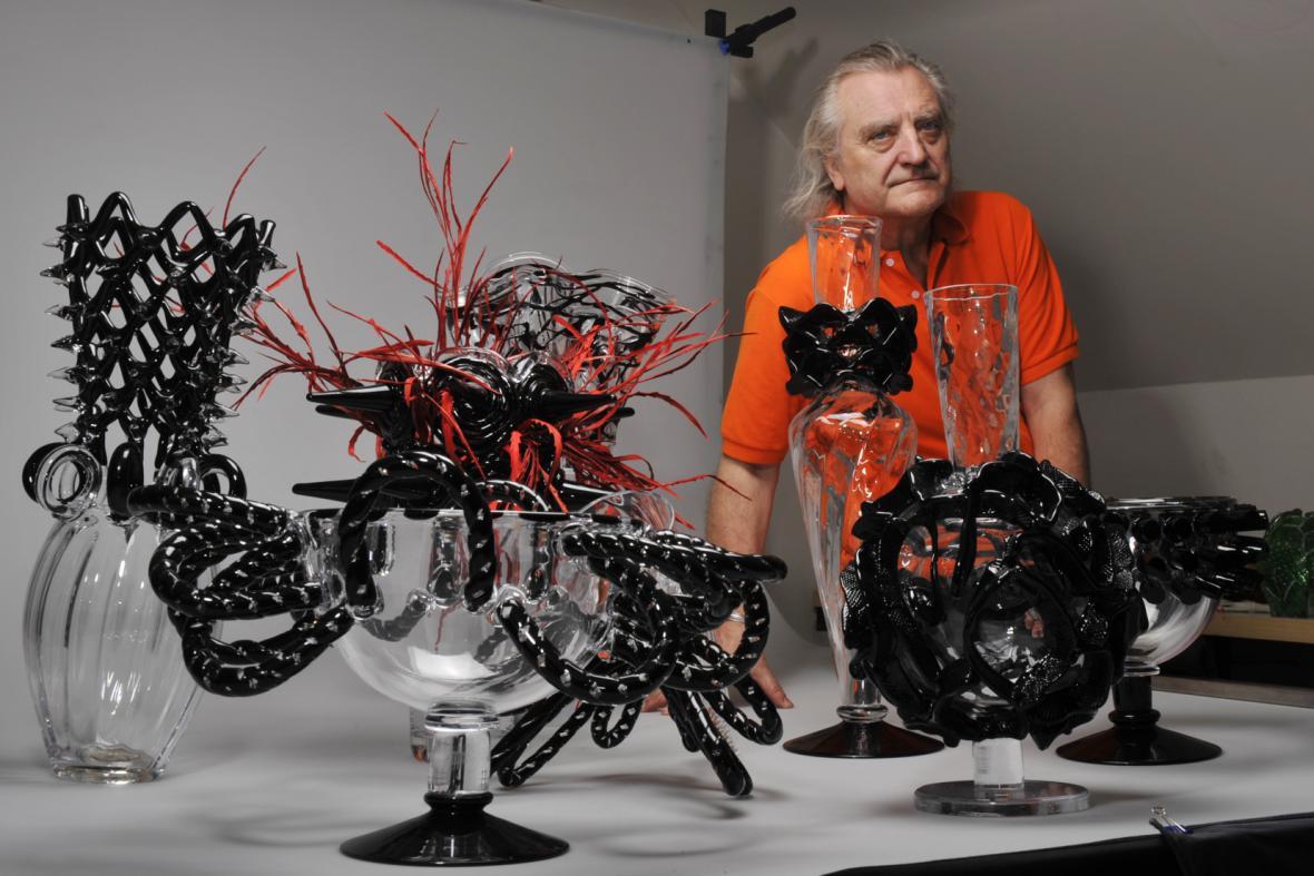 Bořek Šípek ve sklárně Studio Anežka
