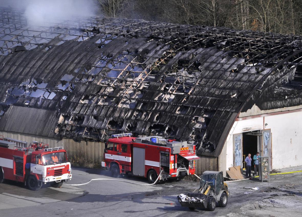 Požár haly papíren v Červené Řečici - 6. listopadu 2015
