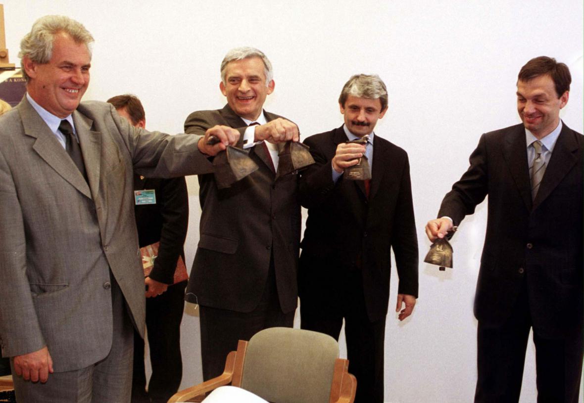 Visegrádští premiéři v roce 2001