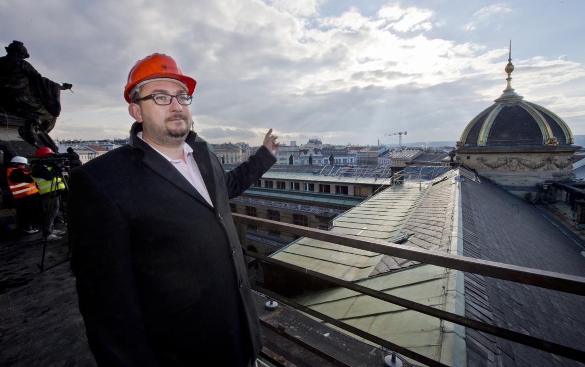 Ředitel Národního muzea se přišel podívat na škody po požáru