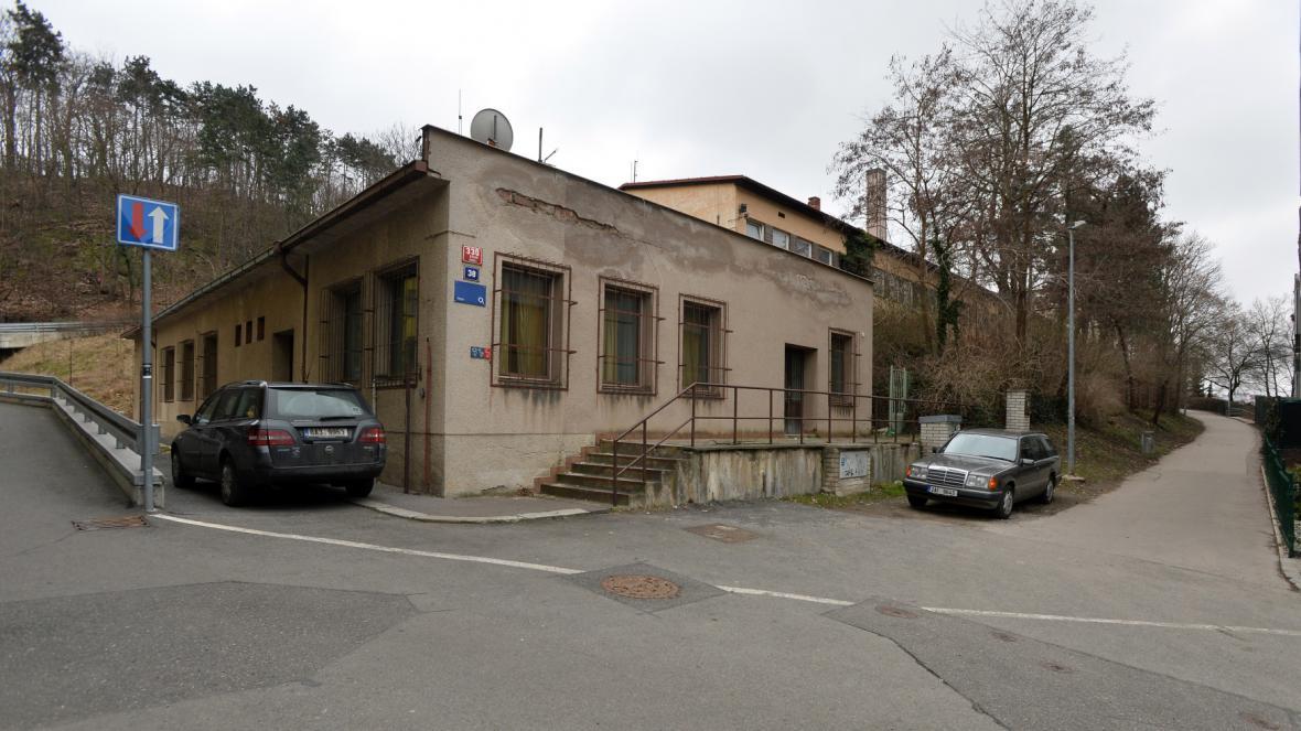 Budova má vyrůst v areálu bývalých studií a zázemí Českého rozhlasu