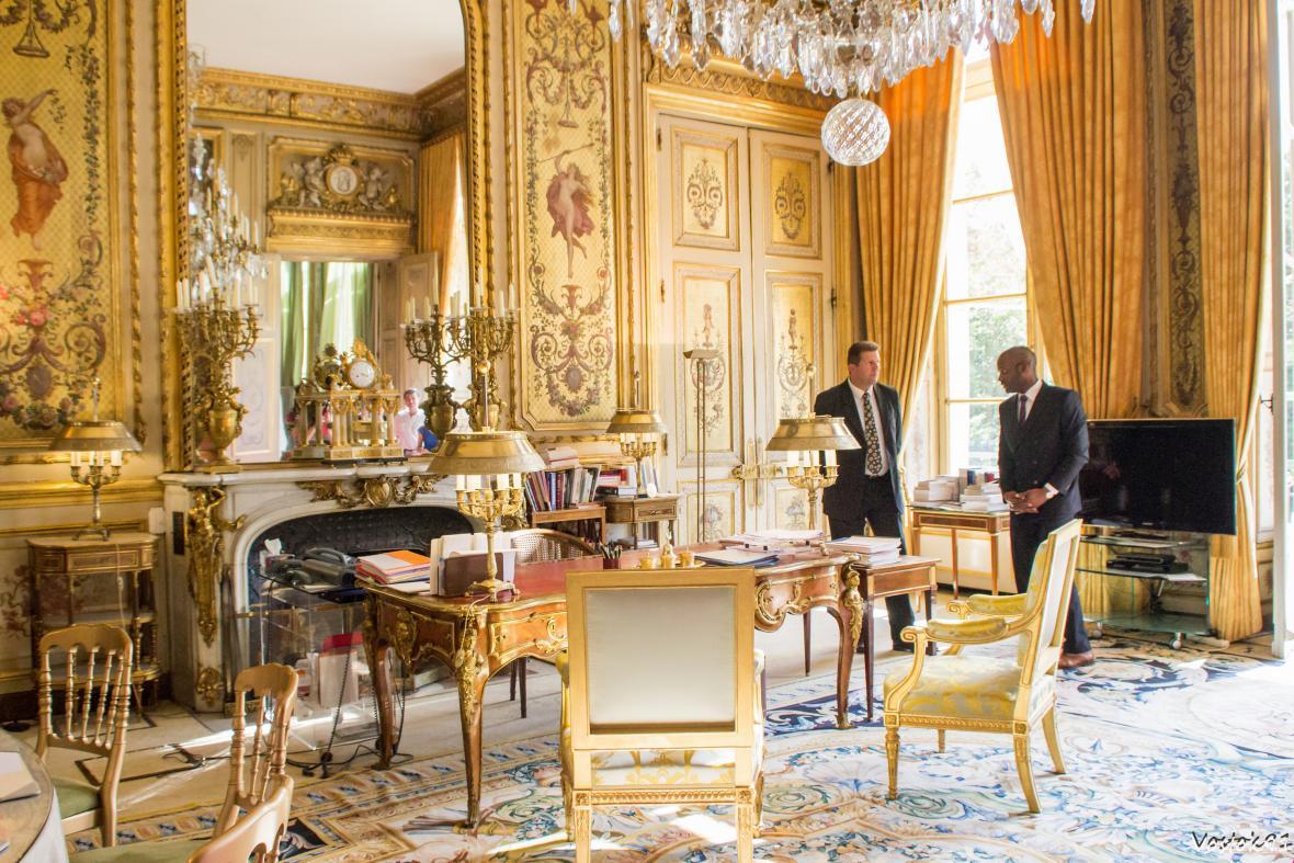 Prezidentská pracovna v Elysejském paláci.