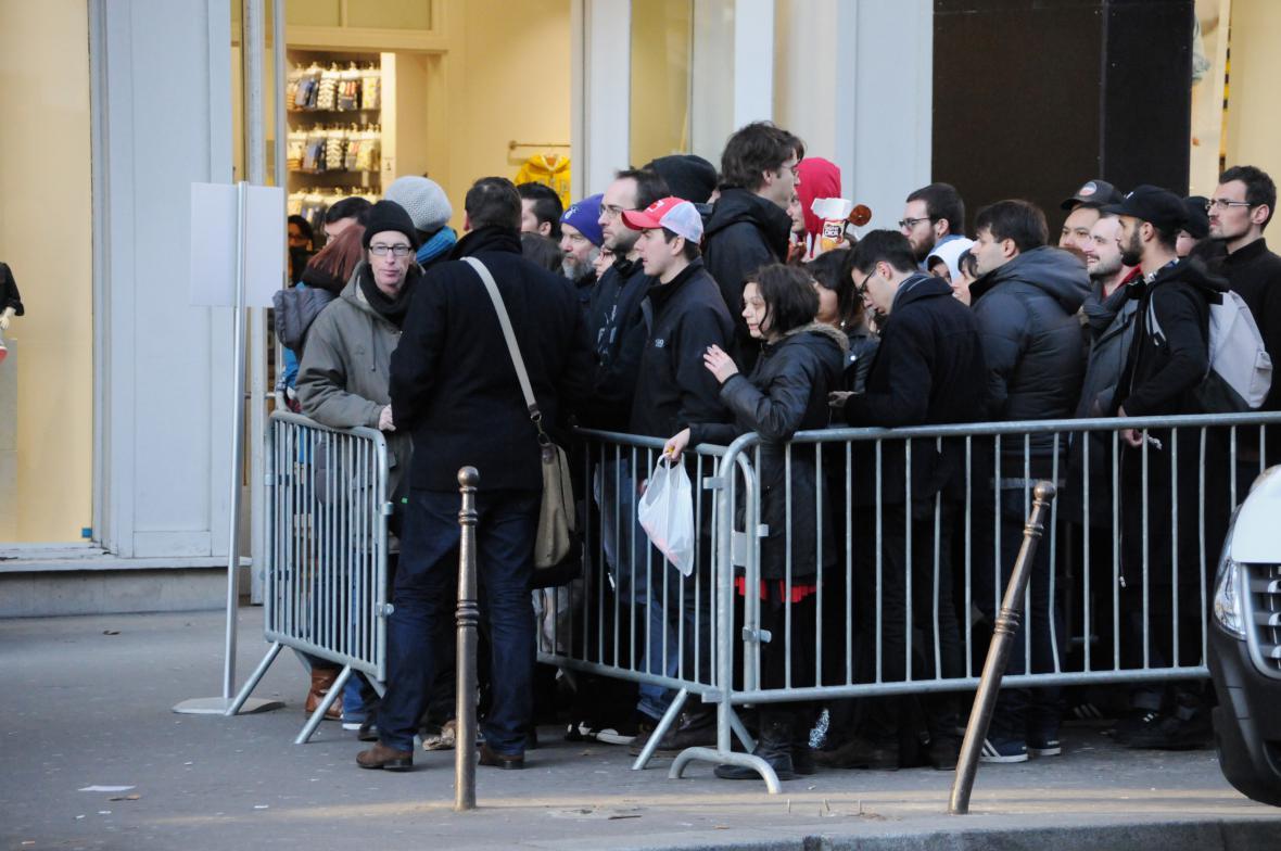 Fronta před pařížským koncertem Eagles of Death Metal