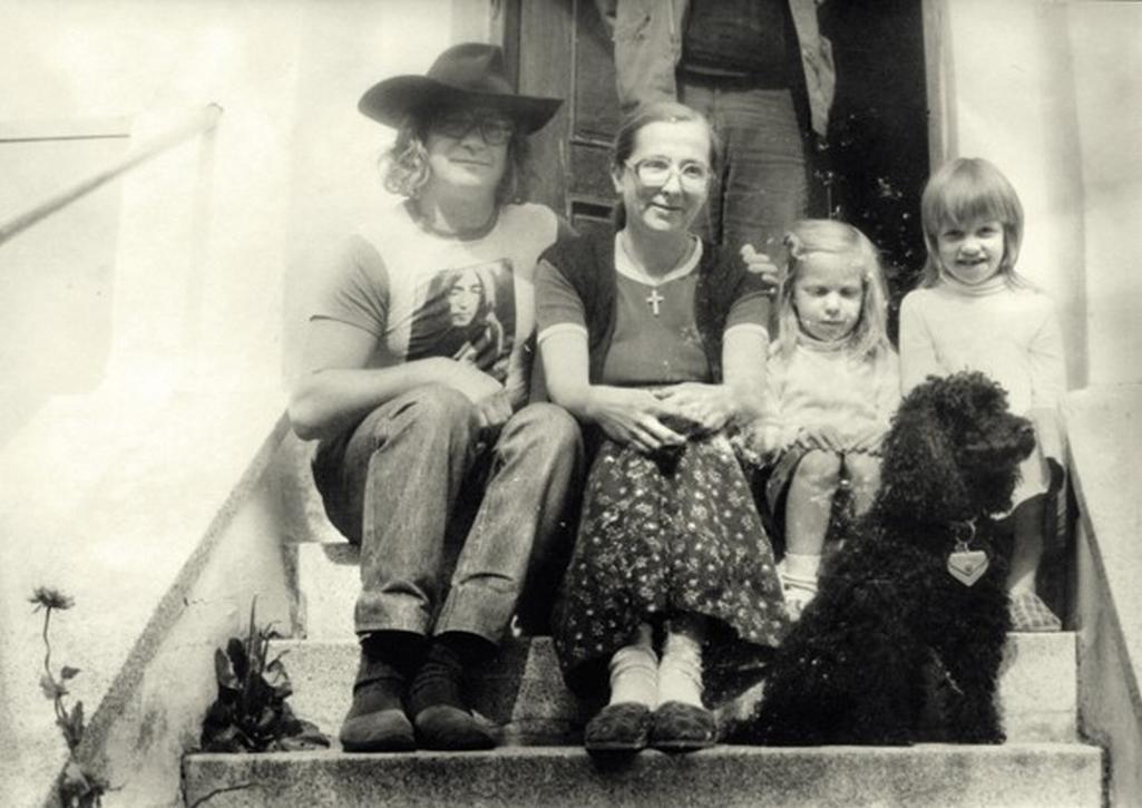 Ivan Martin Jirous se svou ženou Julianou a dcerami Martou a Františkou