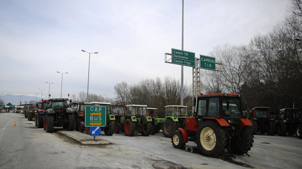 Řecké traktory určené k blokádě hraničního přejezdu s Bulharskem