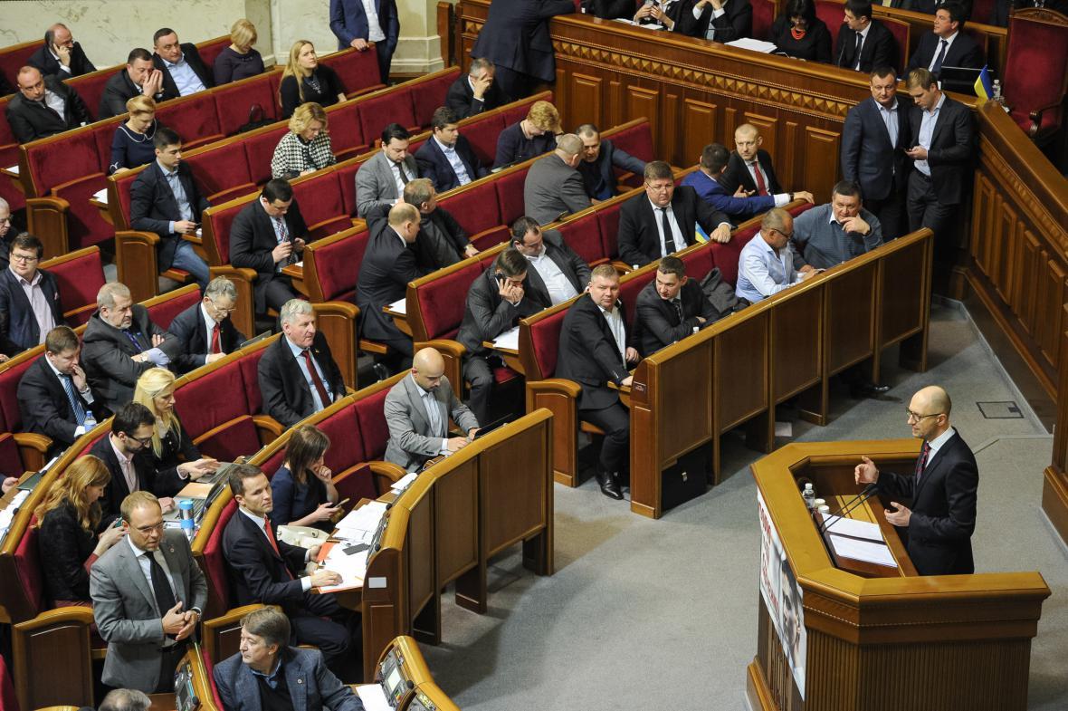 Jaceňuk před hlasováním o nedůvěře jeho kabinetu