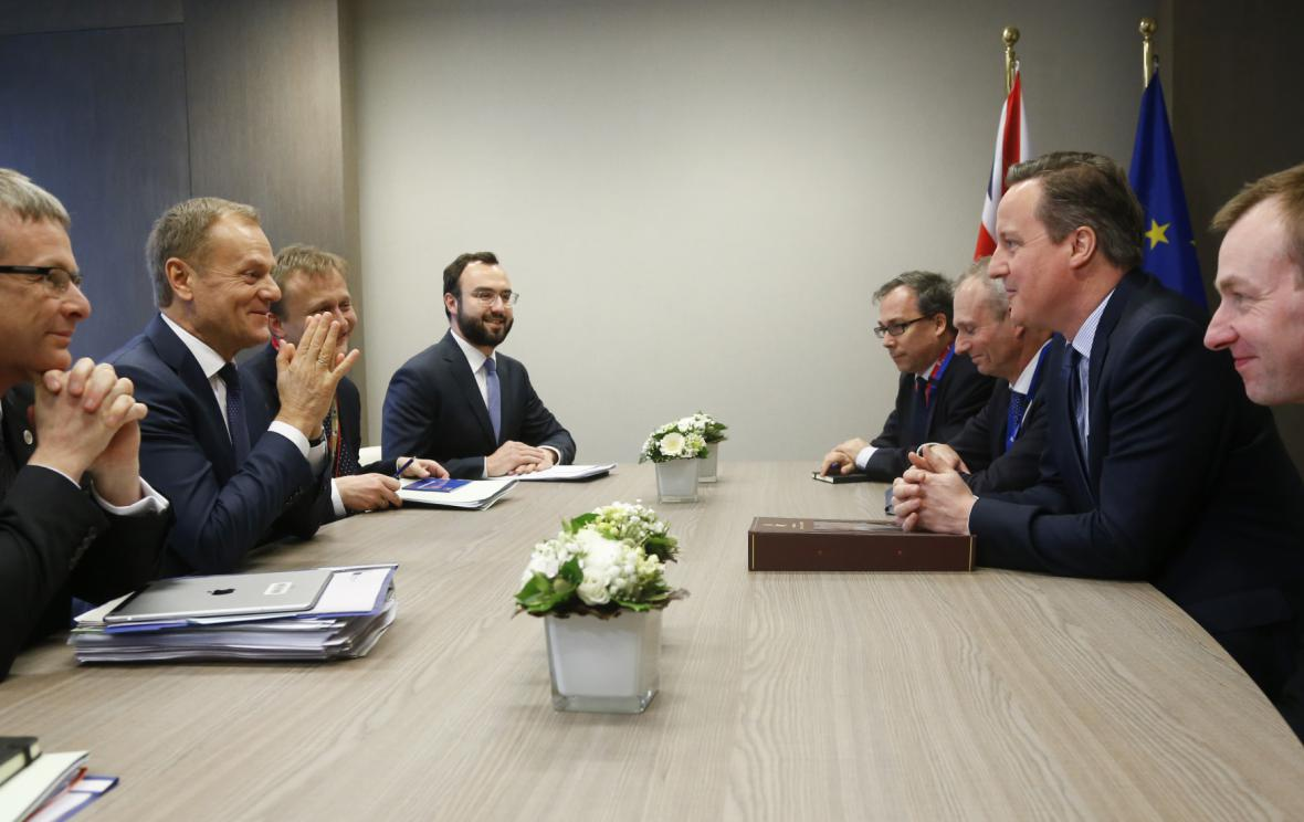 Summit EU ke vztahů s Británií a uprchlické krizi