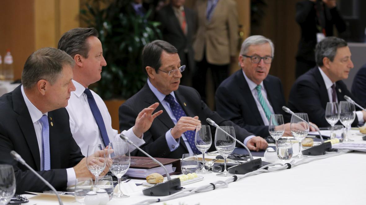 Prezidenti a premiéři EU na společné večeři
