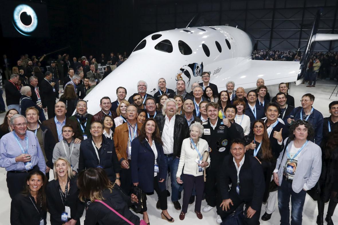 Branson představil nový SpaceShipTwo