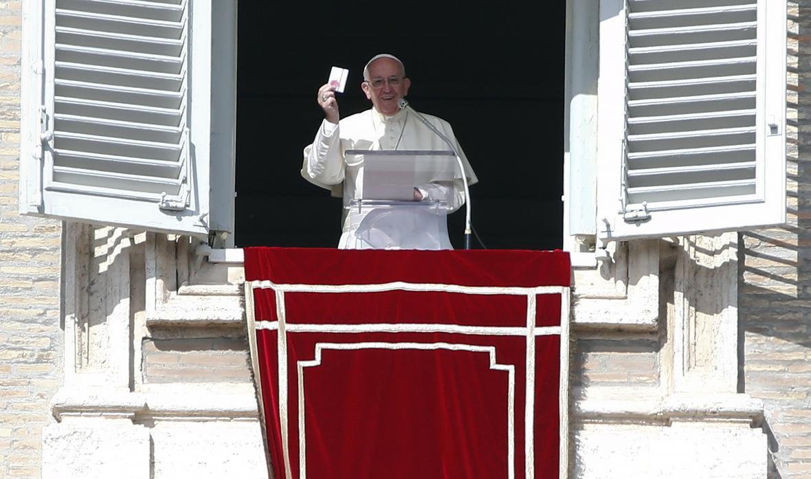 Papež František s růžencem