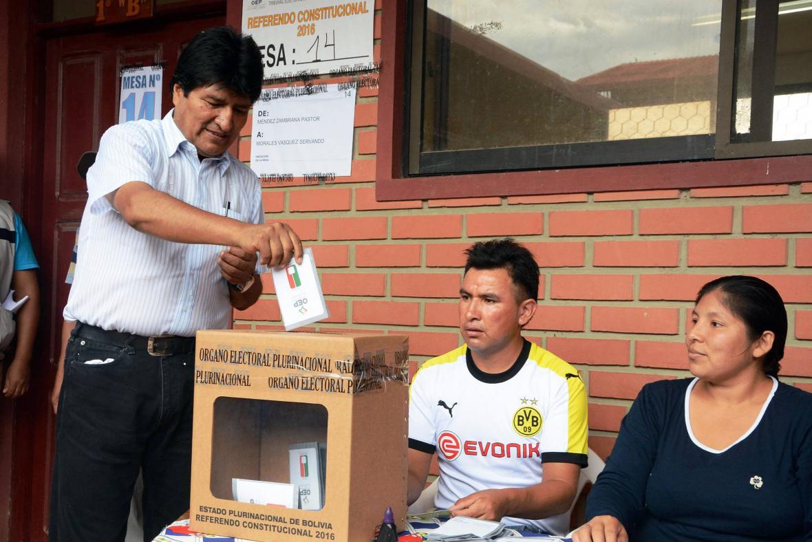 Bolivijský prezident Evo Morales hlasuje v referendu