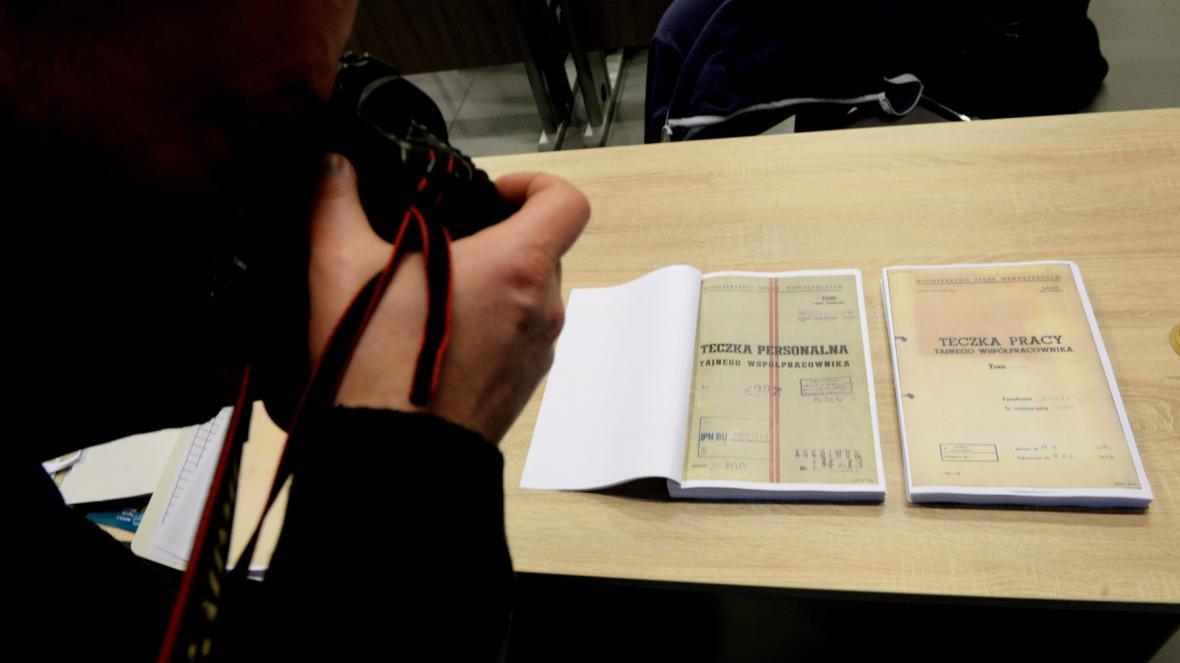 Dokumenty, které mají potvrzovat spolupráci Lecha Walesy s komunistickou tajnou policí