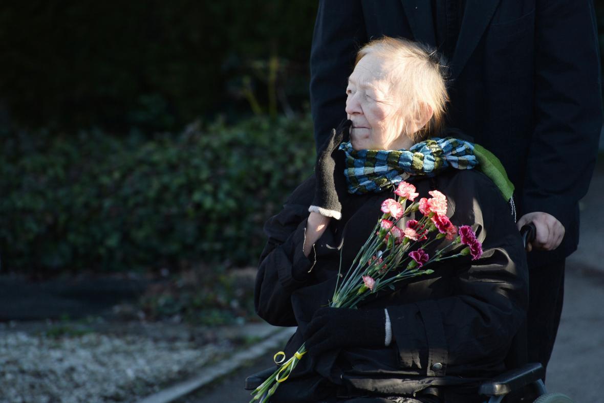 Jaroslava Hanušová na konci ledna na posledním rozloučení s Miloslavem Ransdorfem