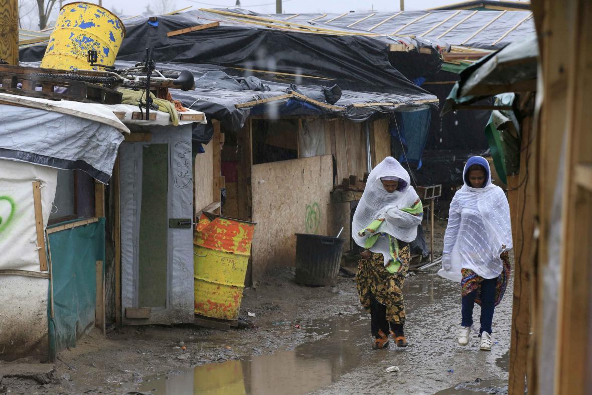 Uprchlíci v táboře Džungle v Calais