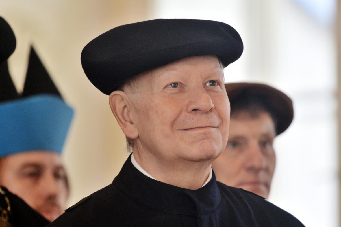 Akademie múzických umění v Praze udělila Jiřímu Bělohlávkovi čestný titul doctor honoris causa.