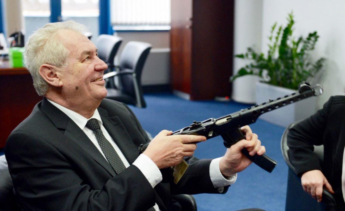 Miloš Zeman se samopalem