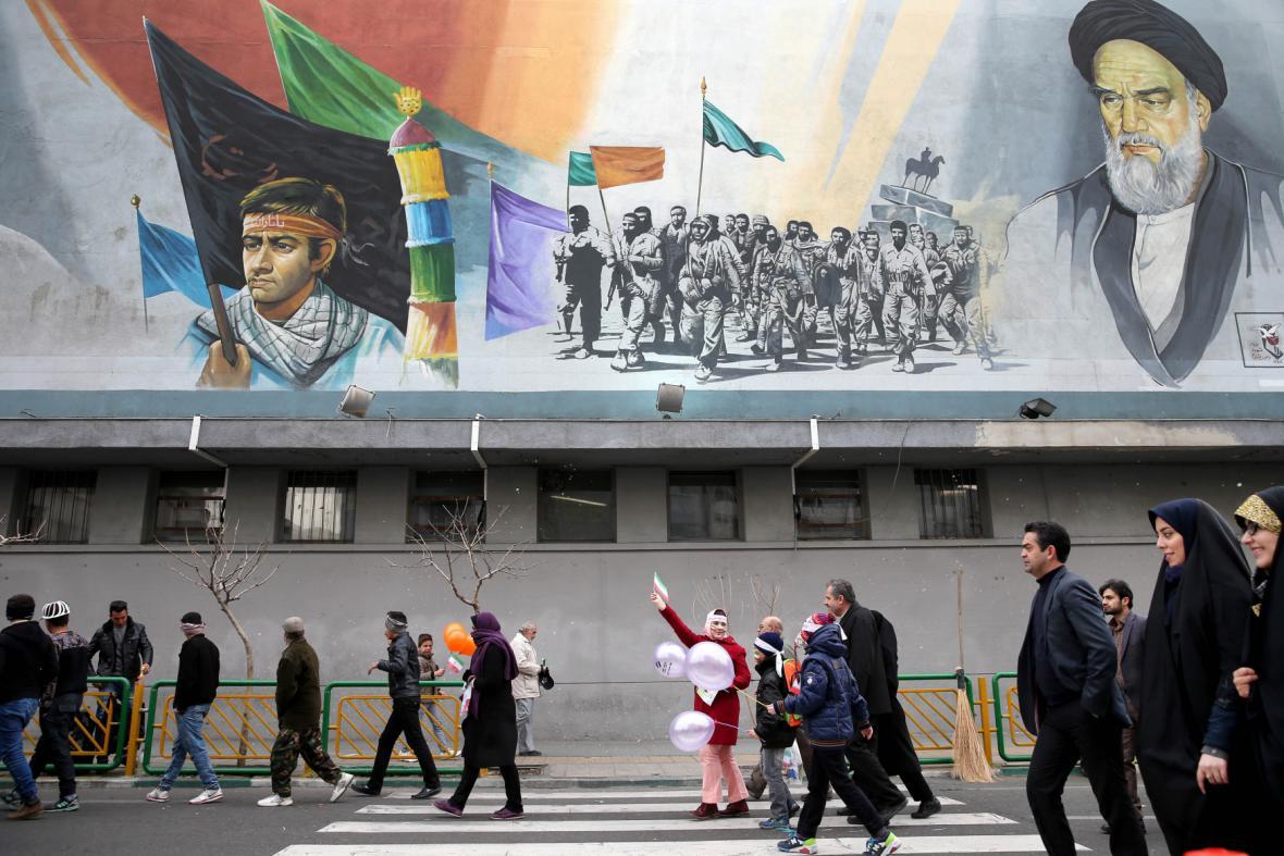 27 let od islámské revoluce v Íránu
