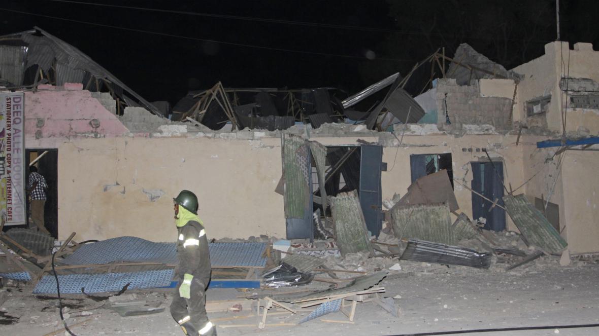 Následky po sebevražedném útočníkovi v Mogadišu