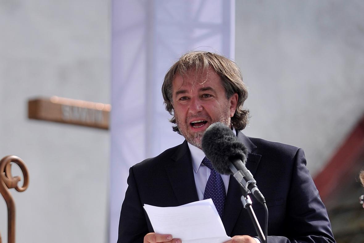 Miloš Doležal při slavnostním uložení ostatků faráře Josefa Toufara