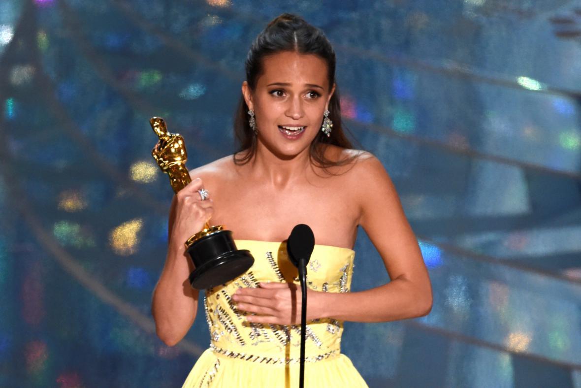 Cenu pro herečku ve vedlejší roli dostala švédská herečka Alicia Vikanderová z Dánské dívky