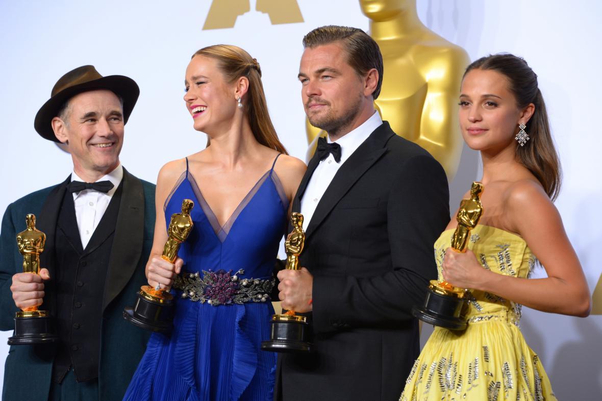 Nejlepší herci Mark Rylance, Brie Larsonová, Leonardo DiCaprio a Alicia Vikanderová