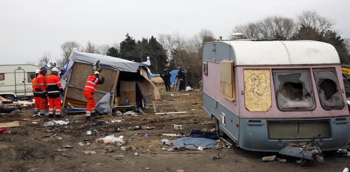 Vyklízení uprchlického tábora v Calais
