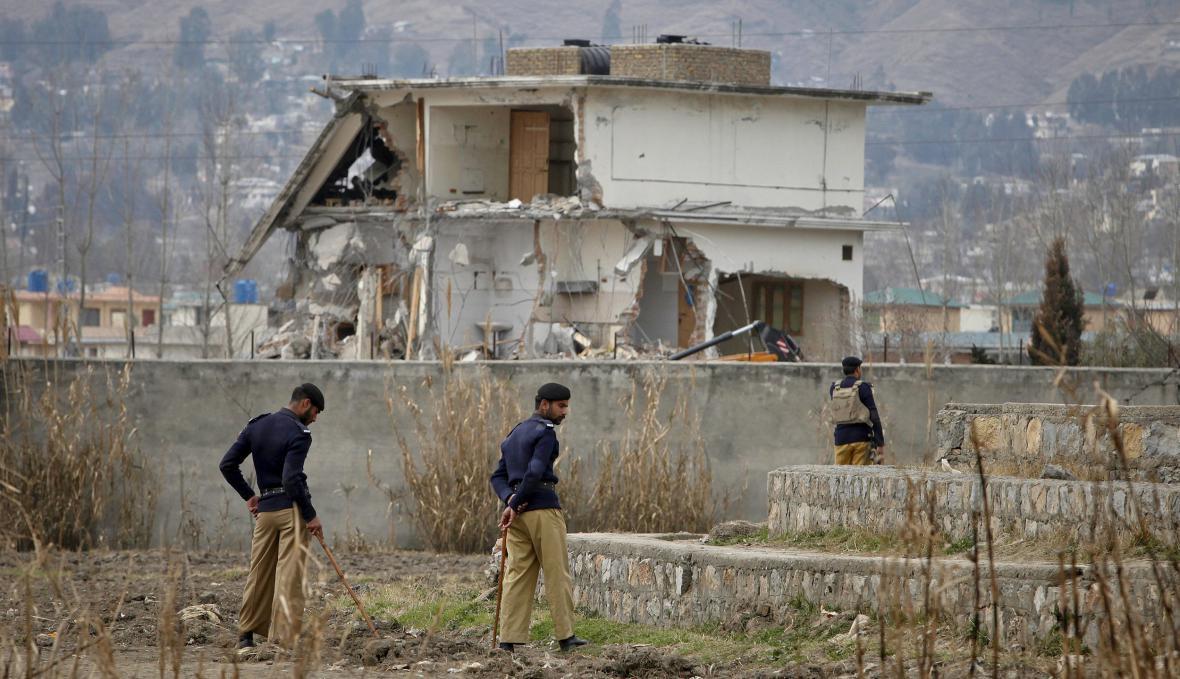 Trosky domu v Abbotabádu, ve kterém byl bin Ládin dopaden