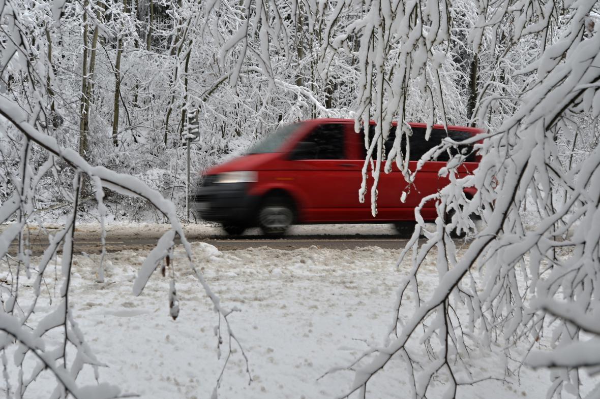 Sníh a led komplikují dopravu