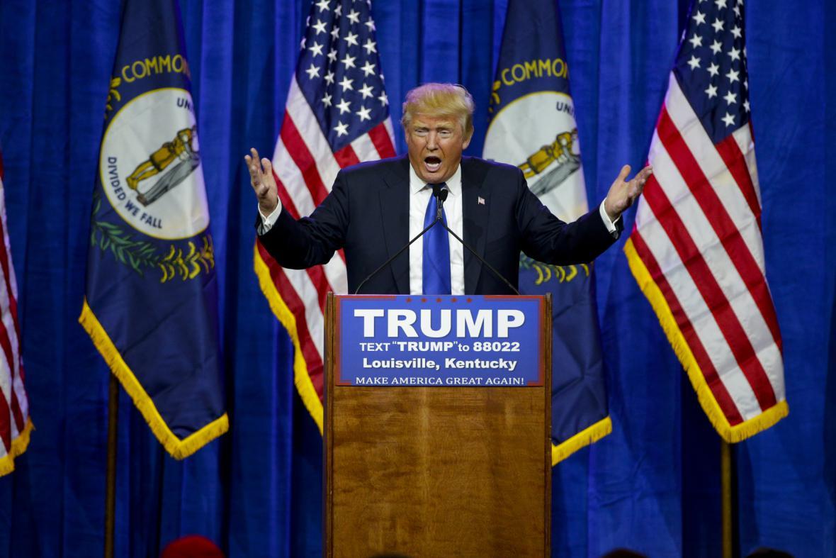 Donald Trump před svými příznivci v Louisville