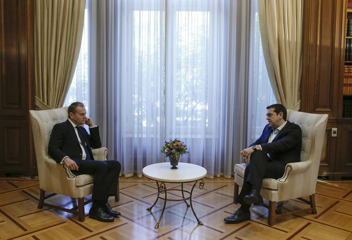 Donald Tusk jednal v Aténách s premiérem Tsiprasem