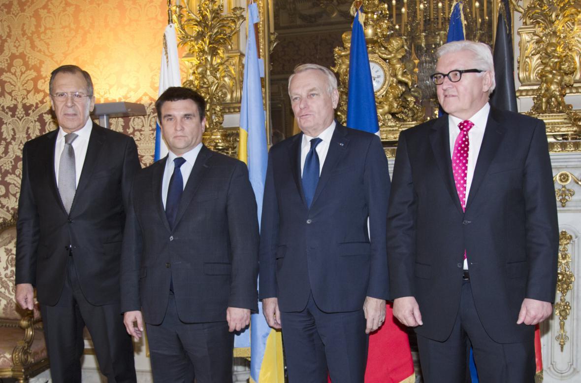 Sergej Lavrov, Pavlo Klimkin, Jean-Marc Ayrault a Frank-Walter Steinmeier na jednání v Paříži