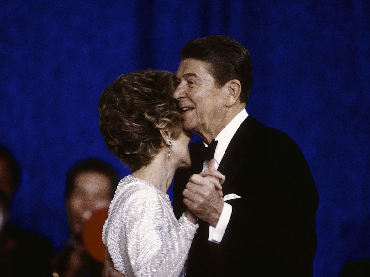 Nancy a Ronald Reaganovi na inauguračním plese (1985)