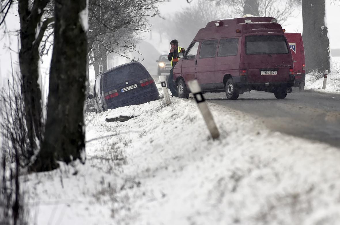 Sníh komplikoval dopravu na Vysočině