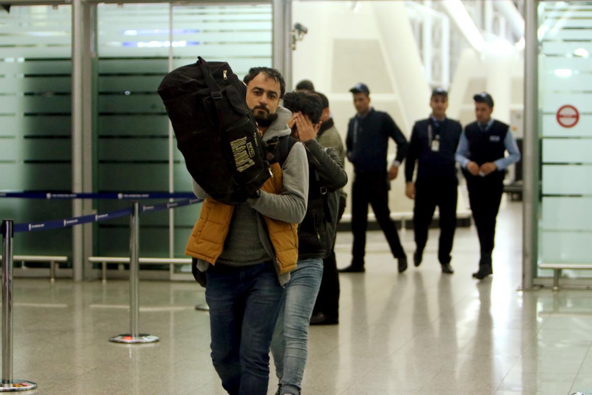 Iráčtí uprchlíci po návratu z Německa v iráckém Irbílu