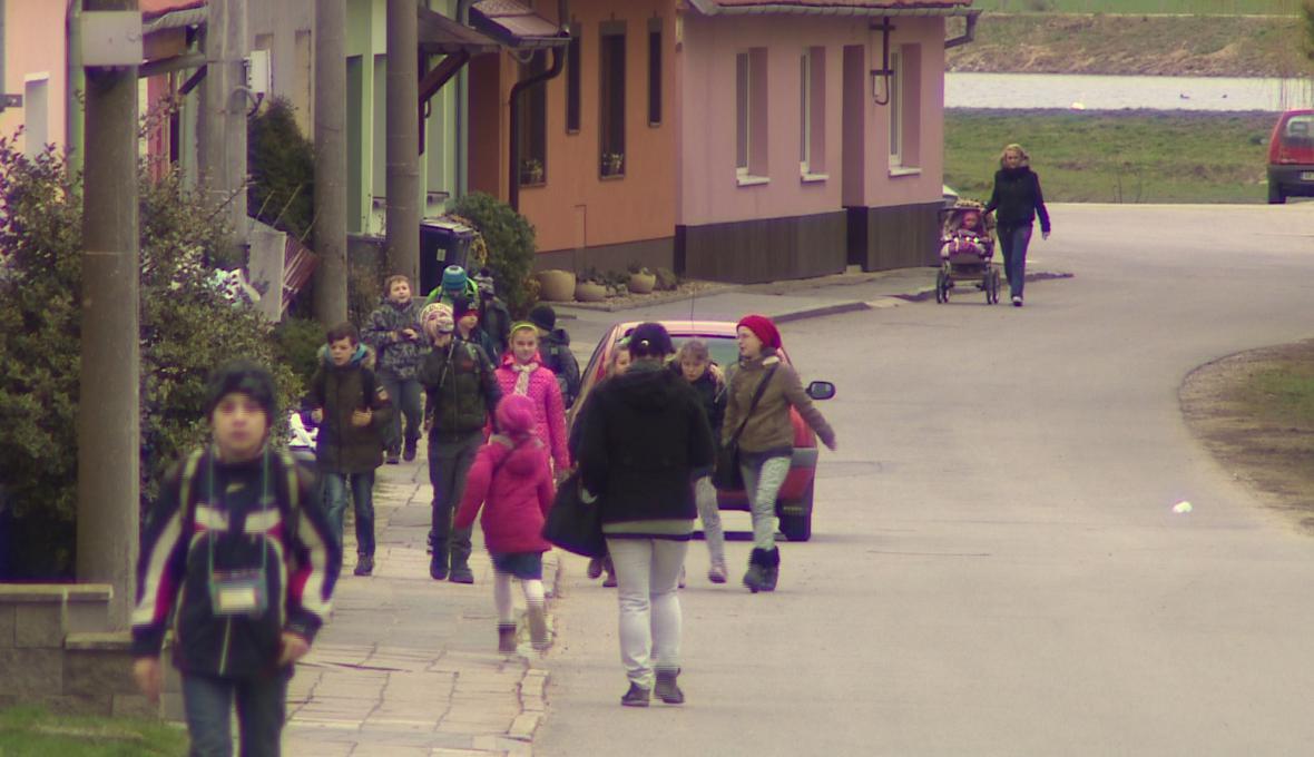 Každý prvňáček dostane od obce 1000 korun na školní pomůcky