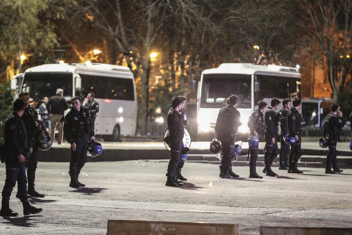 Turecká policie poblíž místa exploze
