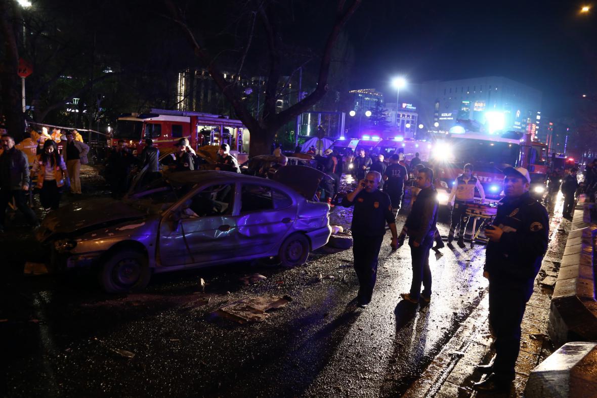 Záchranné jednotky na místě exploze