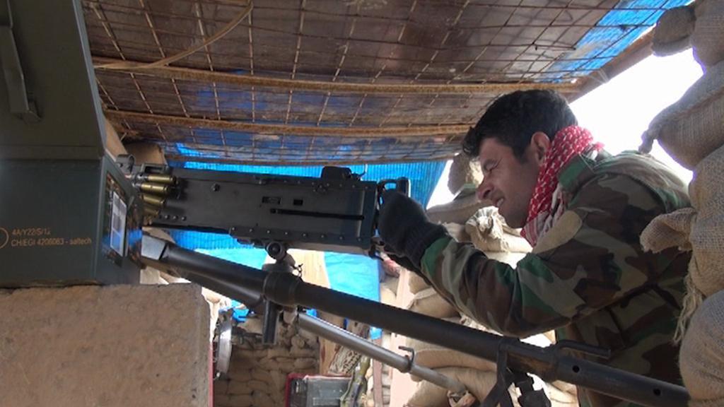 Kurdští pešmergové na frontové linii proti Islámskému státu